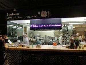 Scritta al neon per ristorante Scabeat di Davide Scabin