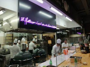 Scritta neon personalizzata per ristorante Scabeat di Davide Scabin